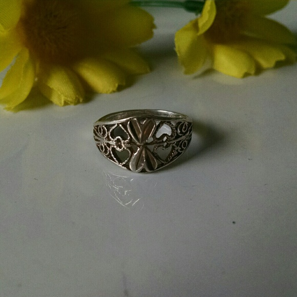 Jewelry - 925  Stunning Filigree Cut Out Ring 7